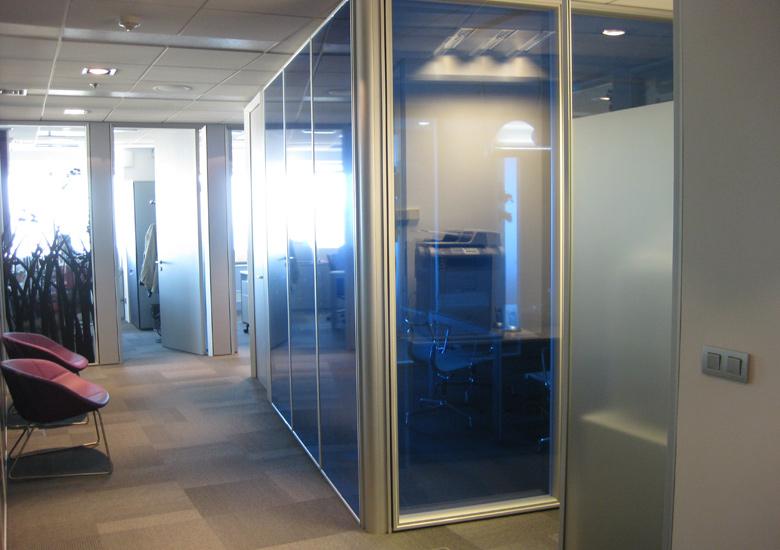 Vista en perspectiva desde la entrada principal del despacho principal.